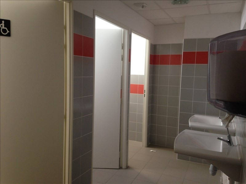 Location local commercial St andre 1 081€ HT/HC - Photo 3