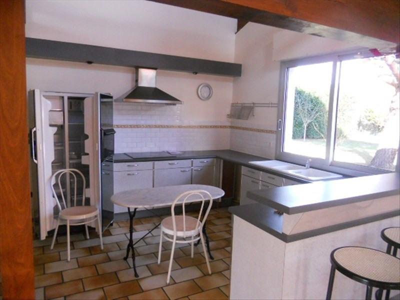 Sale house / villa St romain de benet 284000€ - Picture 5