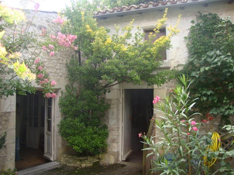 Vente maison / villa Saint-jean-d'angély 327050€ - Photo 2