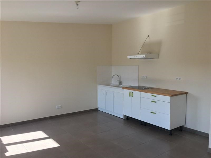 Rental apartment Ste colombe 660€ CC - Picture 2