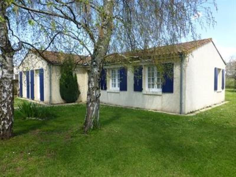 Sale house / villa Saint-jean-d'angely 159750€ - Picture 1