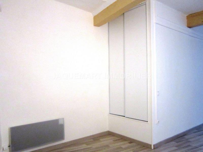 Rental apartment Lambesc 615€ CC - Picture 3