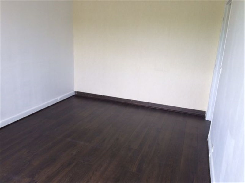 Location appartement Evry 722€ CC - Photo 1
