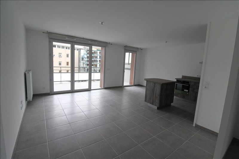 Rental apartment Voiron 780€ CC - Picture 1