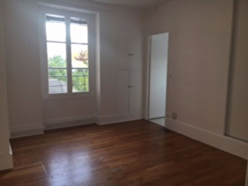 Rental apartment Le vesinet 1 048€ CC - Picture 3