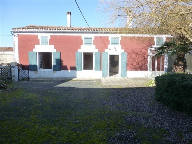 Sale house / villa Loulay 86000€ - Picture 1