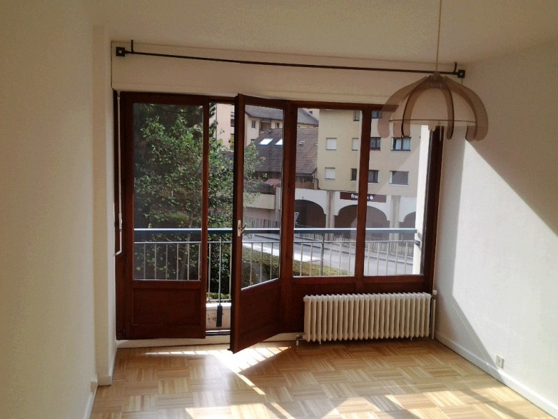 Rental apartment Cran gevrier 953€ CC - Picture 2
