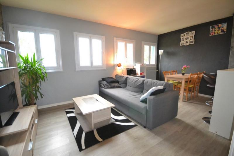 Rental apartment Maurepas 730€ CC - Picture 1