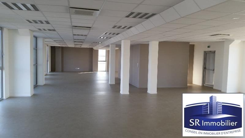 location bureau aubi re 63170 aubi re de 149 m ref 63 0117. Black Bedroom Furniture Sets. Home Design Ideas