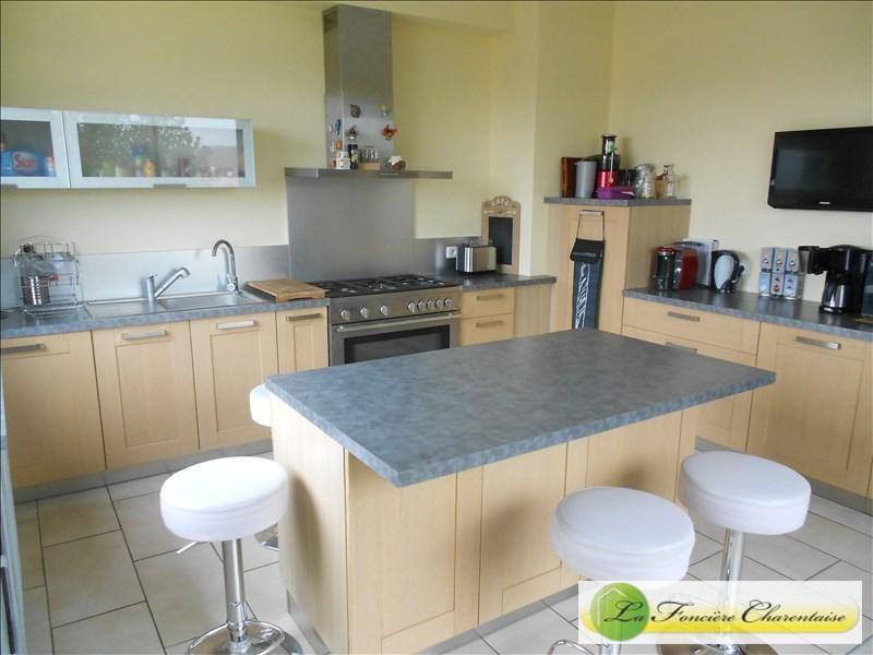 Vente de prestige maison / villa Aigre 425000€ - Photo 3
