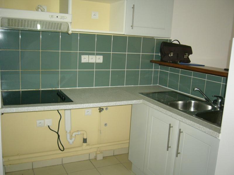 Rental apartment Ste clotilde 602€ CC - Picture 3