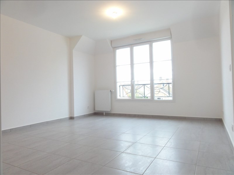 Rental apartment Plaisir 800€ CC - Picture 2