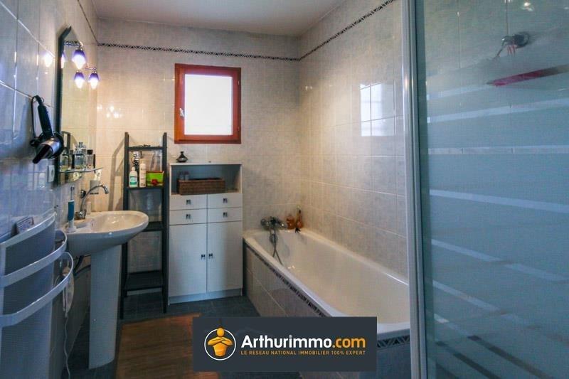 Sale house / villa Morestel 236500€ - Picture 7