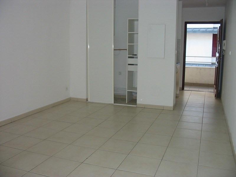 Location appartement St denis 397€ CC - Photo 2