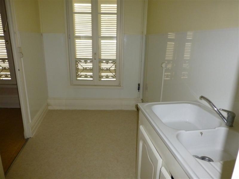 Rental apartment Saint-jean-d'angély 470€ CC - Picture 1