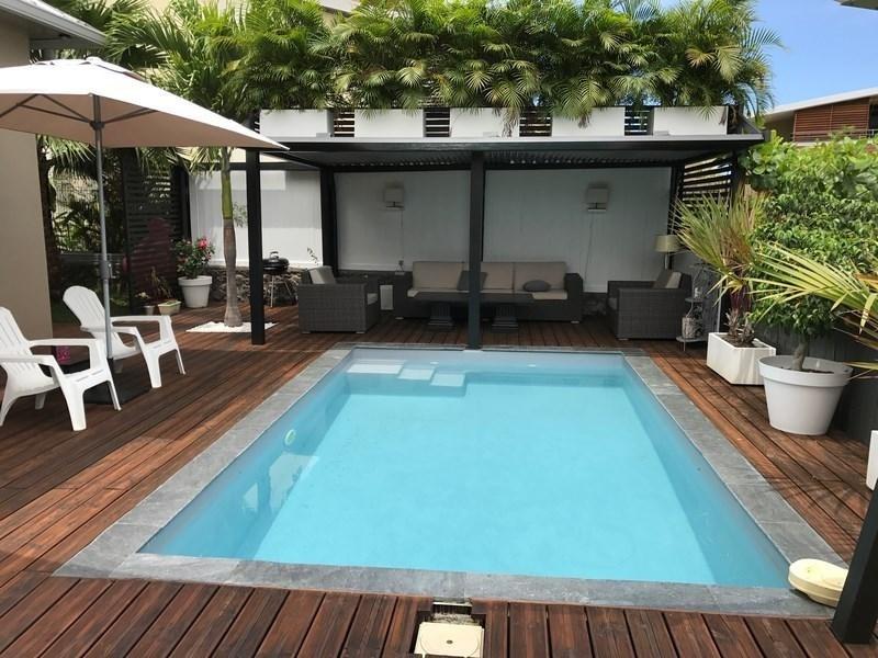 Deluxe sale house / villa St gilles les bains 880000€ - Picture 1