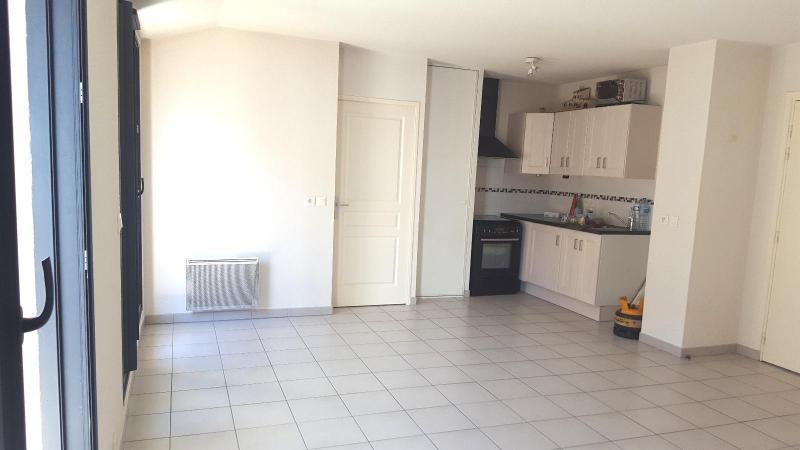 Location appartement Trets 831€ CC - Photo 2