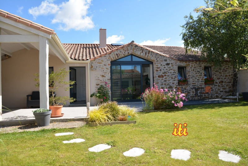 Deluxe sale house / villa Chateau d olonne 890000€ - Picture 1