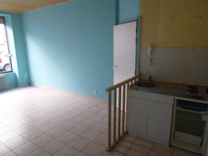Location appartement Saint-laurent-du-pont 235€ CC - Photo 2