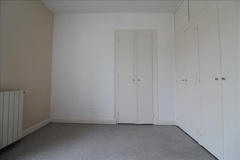 Locação apartamento Voiron 595€ CC - Fotografia 6