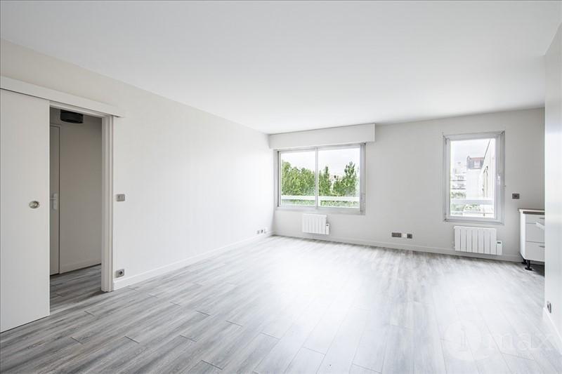 Sale apartment Courbevoie 325000€ - Picture 2