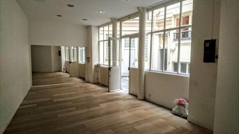 Sale empty room/storage Paris 1er 420000€ - Picture 2