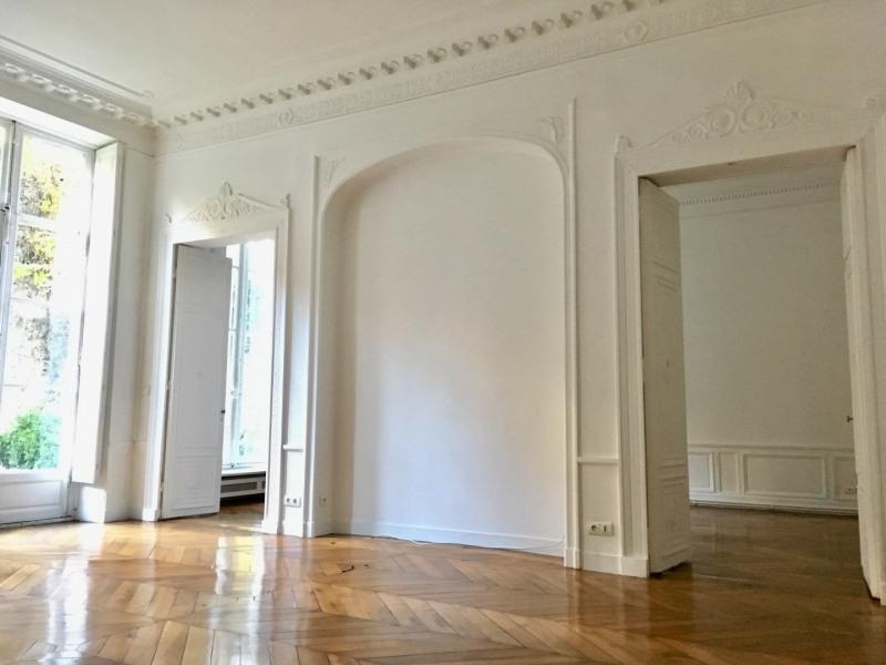 Rental apartment Paris 7ème 5880€ CC - Picture 2