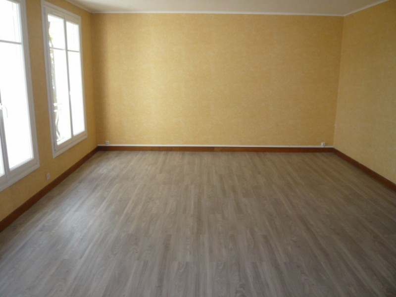 Rental apartment Laval 590€ CC - Picture 2