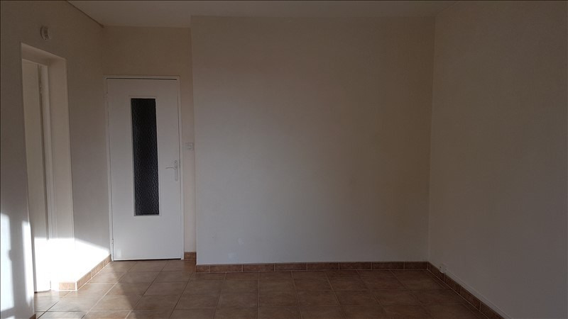 Rental apartment Salon de provence 567€ CC - Picture 3