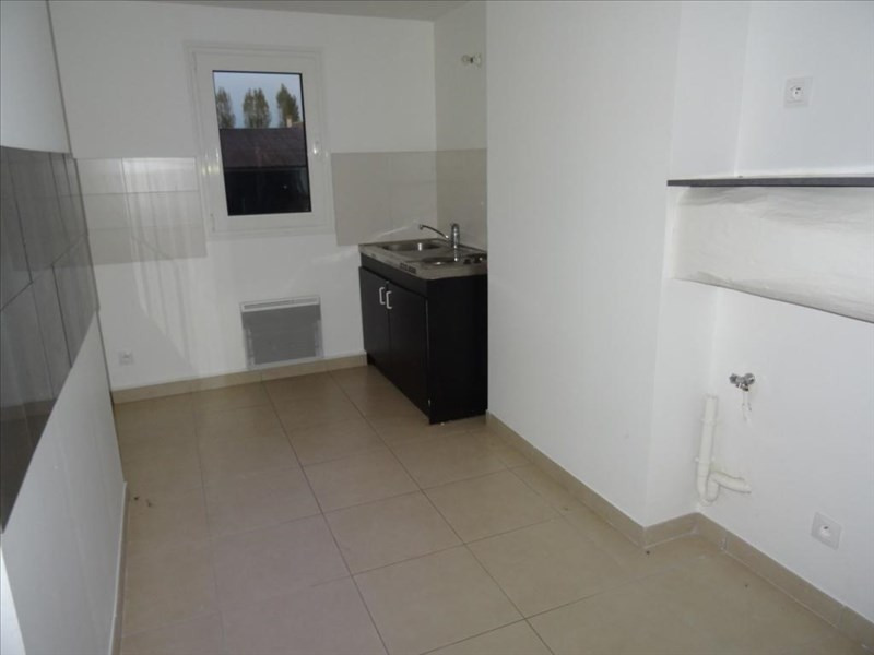 Rental apartment Neuilly en thelle 720€ CC - Picture 2