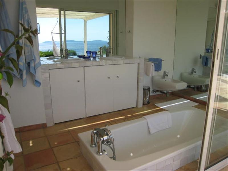 Vacation rental house / villa Cavalaire sur mer 2 500€ - Picture 18