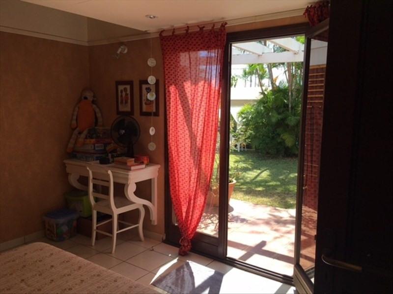 Deluxe sale house / villa St gilles les bains 780000€ - Picture 4