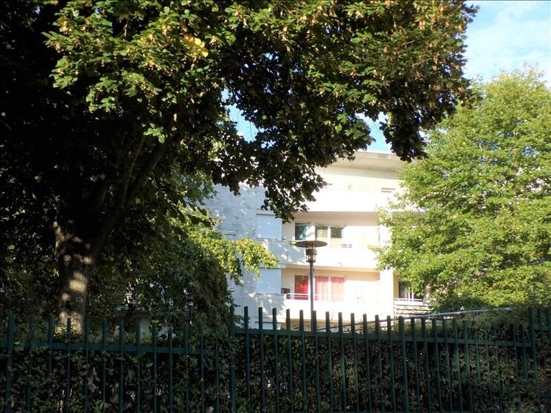 Investment property apartment Montigny le bretonneux 179000€ - Picture 1
