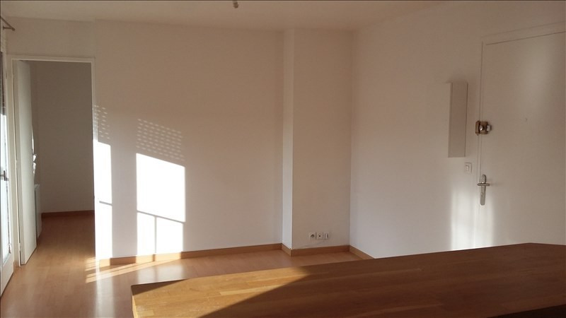 Rental apartment Ste genevieve des bois 690€ CC - Picture 2