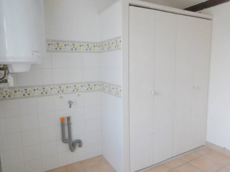 Location maison / villa Domazan 570€ CC - Photo 12