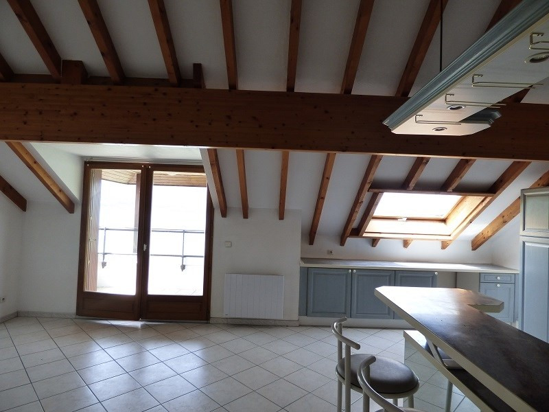 Rental apartment Viviers du lac 840€ CC - Picture 4