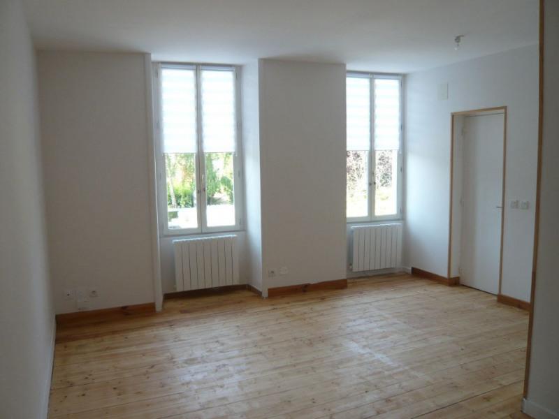 Rental apartment Laval 340€ CC - Picture 2