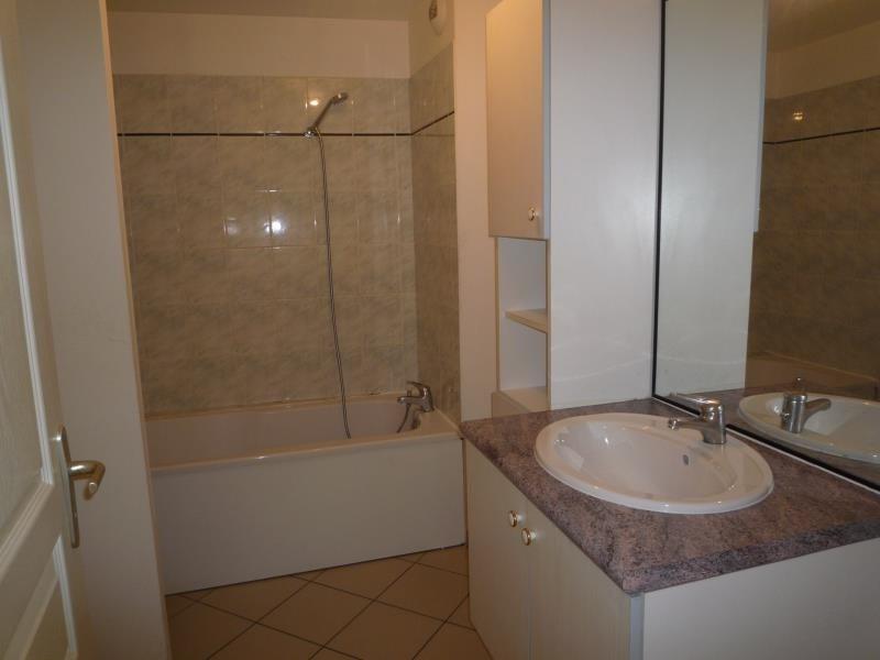 Location appartement Cremieu 750€ CC - Photo 4