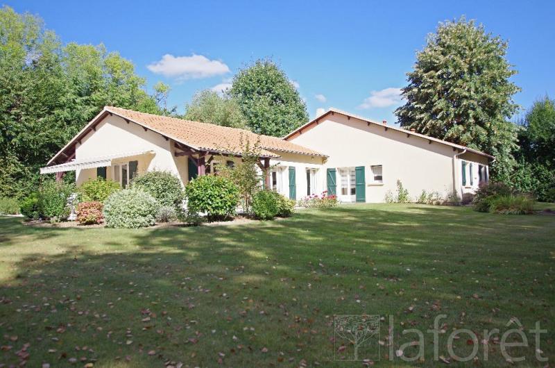 Sale house / villa Cholet 372750€ - Picture 1