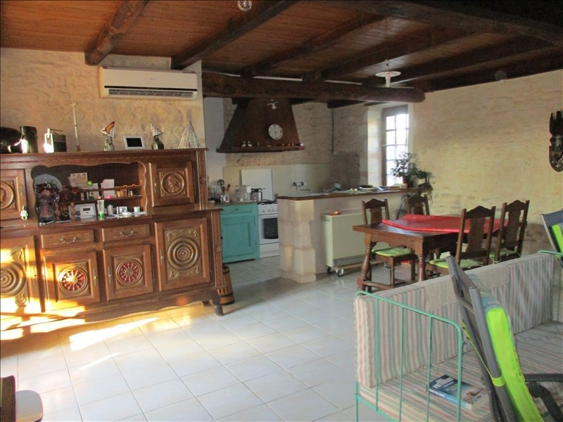 Sale house / villa St jean d angely 80 000€ - Picture 2