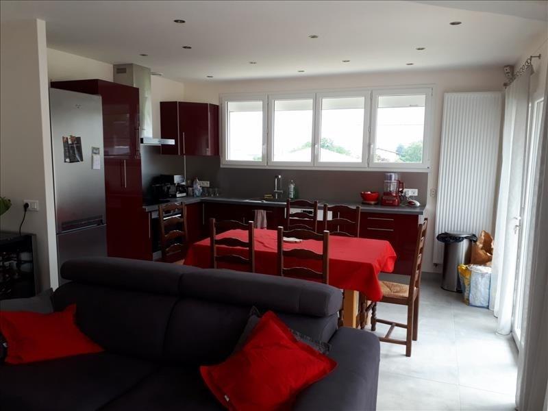 Sale apartment Reventin vaugris 165000€ - Picture 2