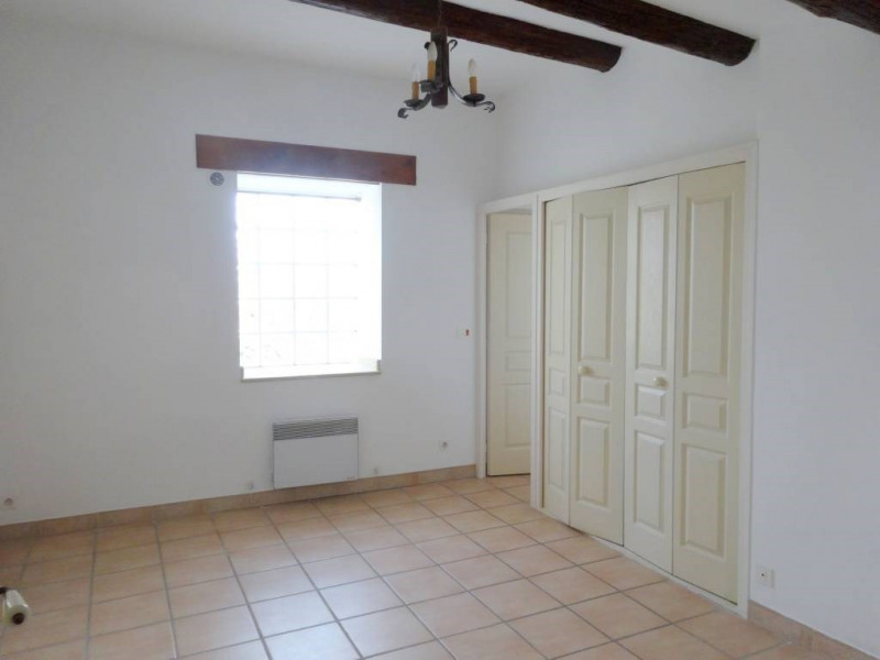Location maison / villa Domazan 570€ CC - Photo 8