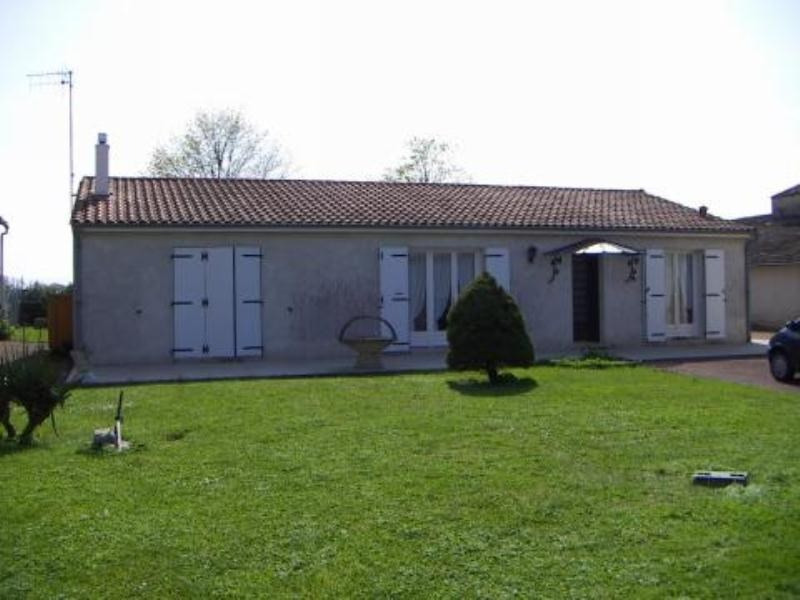 Rental house / villa Blanzac les matha 557€ CC - Picture 1