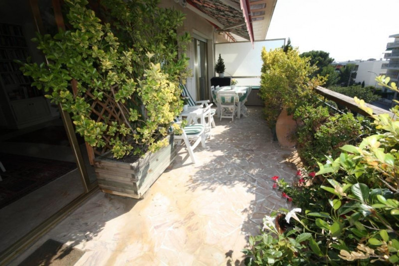 Sale apartment Juan les pins 950 000€ - Picture 4