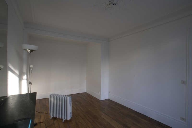 Rental apartment Paris 9ème 905€ CC - Picture 1