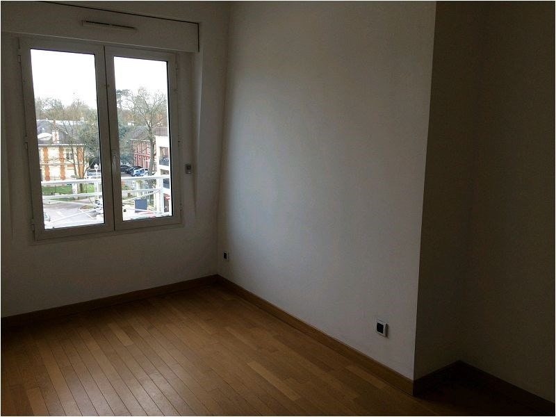 Location appartement Crosne 895€ CC - Photo 1