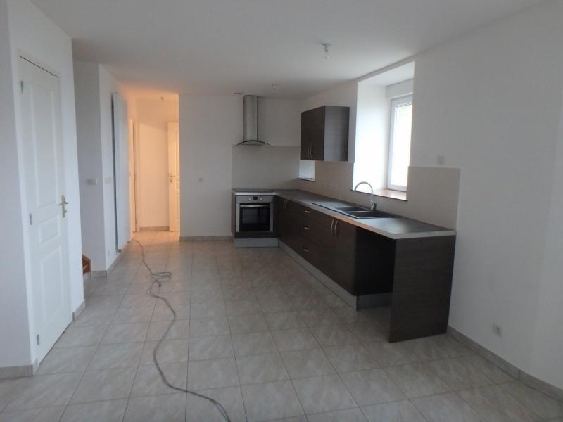 Rental apartment Revonnas 685€ CC - Picture 1