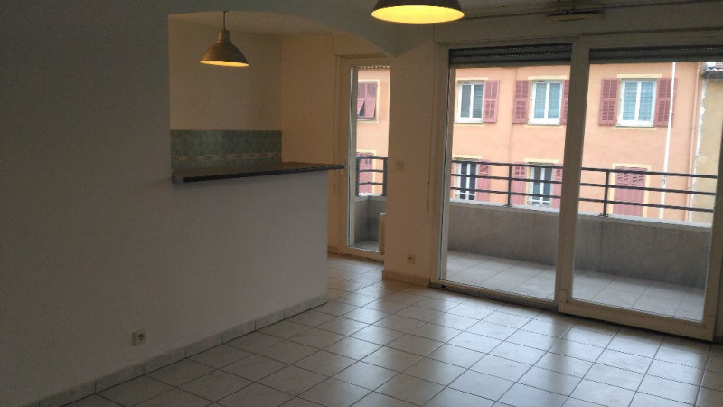 Location appartement Saint laurent du var 860€ CC - Photo 1