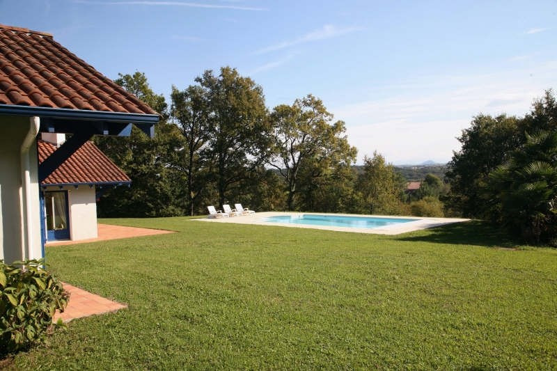 Deluxe sale house / villa Urcuit 690 000€ - Picture 1