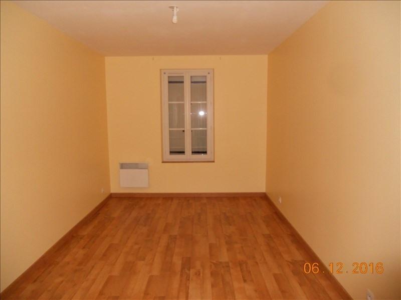 Rental house / villa St savin 637€ CC - Picture 4